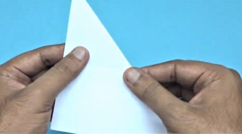 бумага согнутая по диагонали