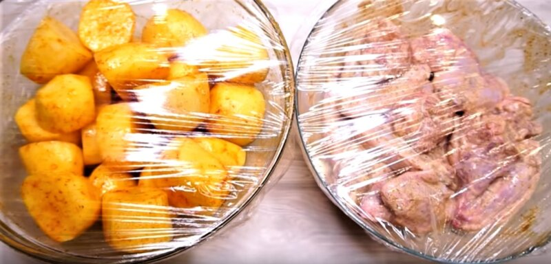 картошка и курица под пленкой