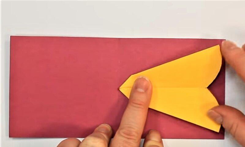 приклеивание цветка к открытке