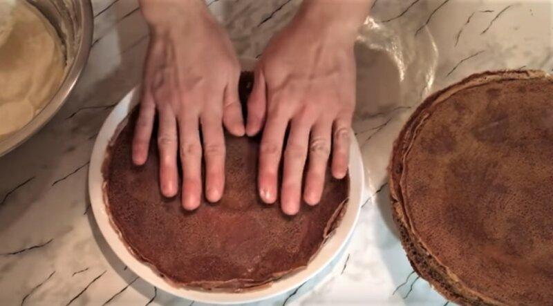 шоколадный блинный торт - сборка