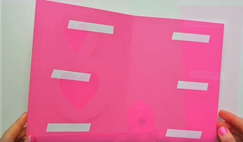 лист розовой бумаги