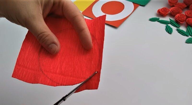 красный круг из бумаги
