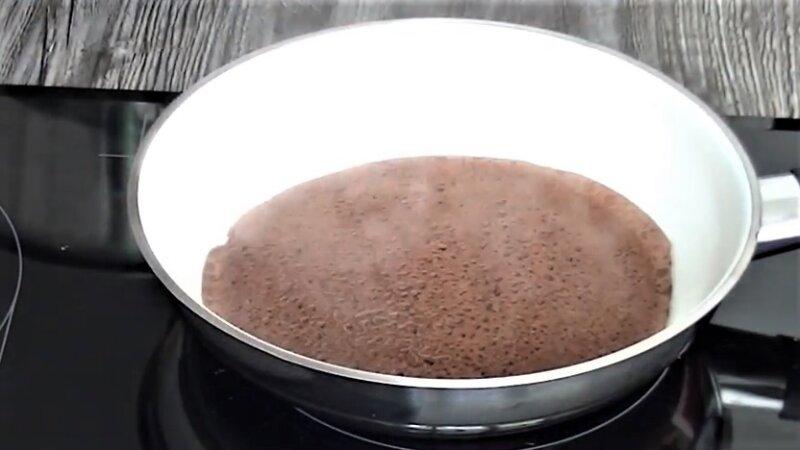 сковорода с блином