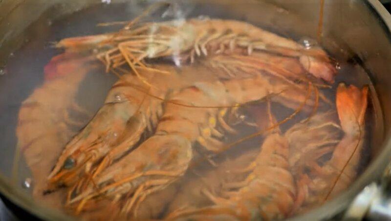 креветки в воде