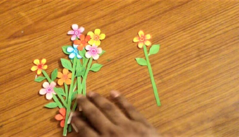 12 бумажных цветков