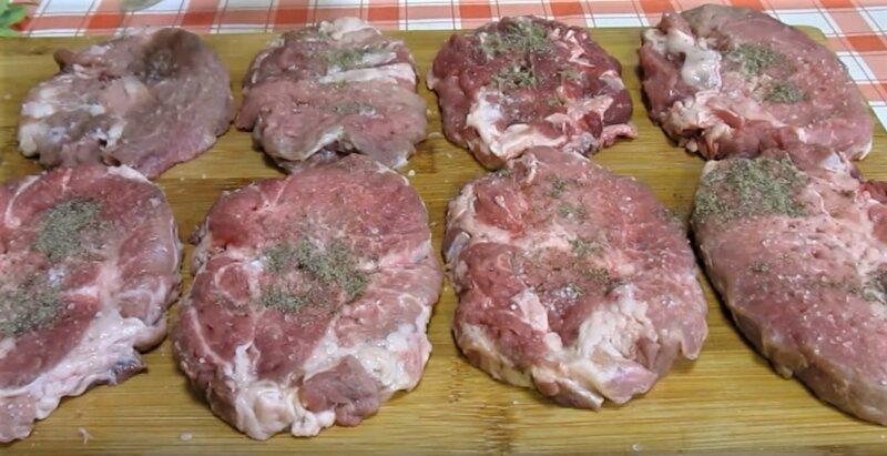 стейки свинины с перцем