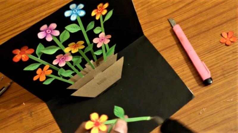 8 приклеенных цветков