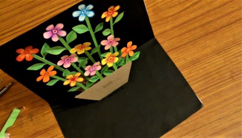 12 приклеенных цветков