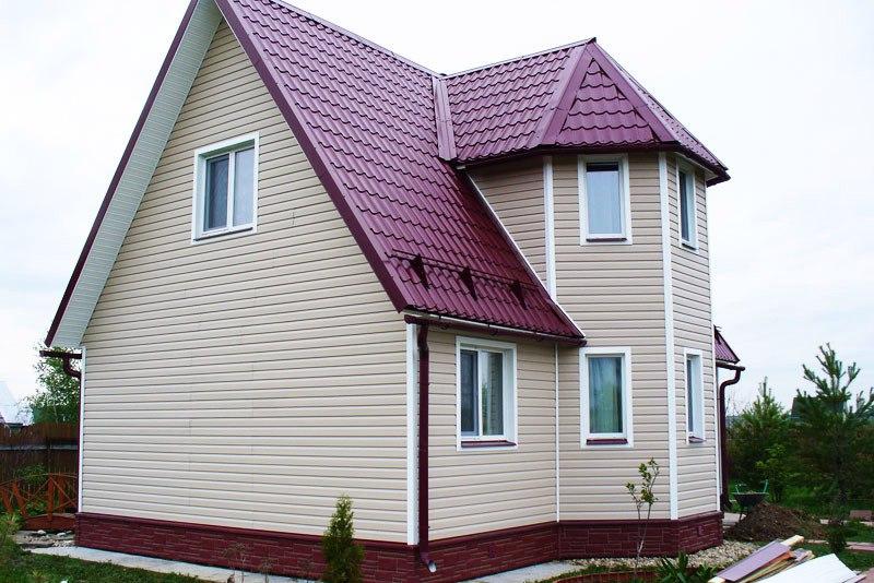 сайдинг дома с бордовой крышей фото понимали