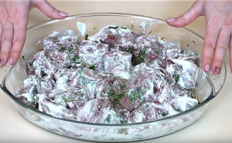 кусочки мяса в сметане