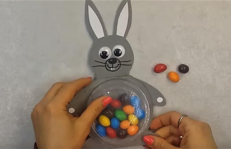 пасхальный кролик с конфетками