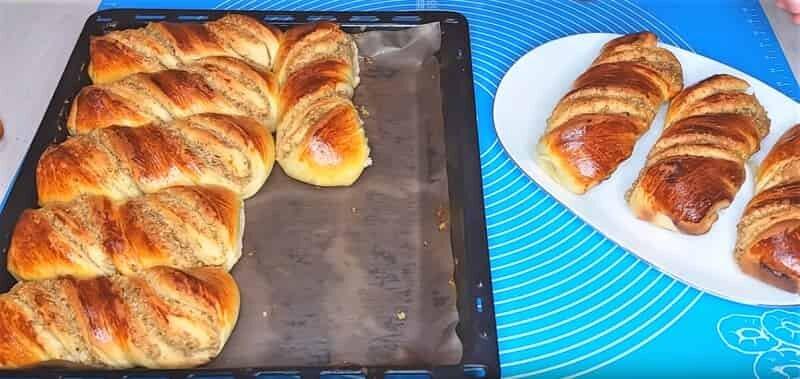 булочки с начинкой испеченные