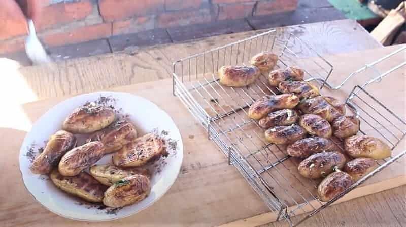 приготовить картофель над углями просто