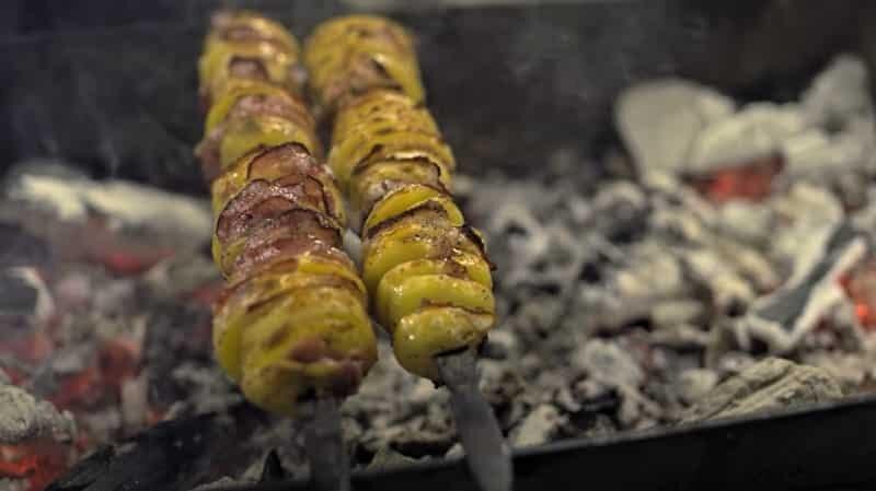картошка на мангале с беконом