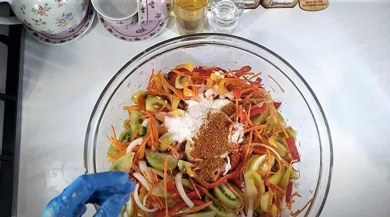овощи нарезанные в миске