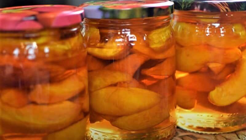 дольки персиков в банках