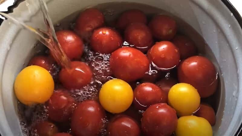помидоры в воде