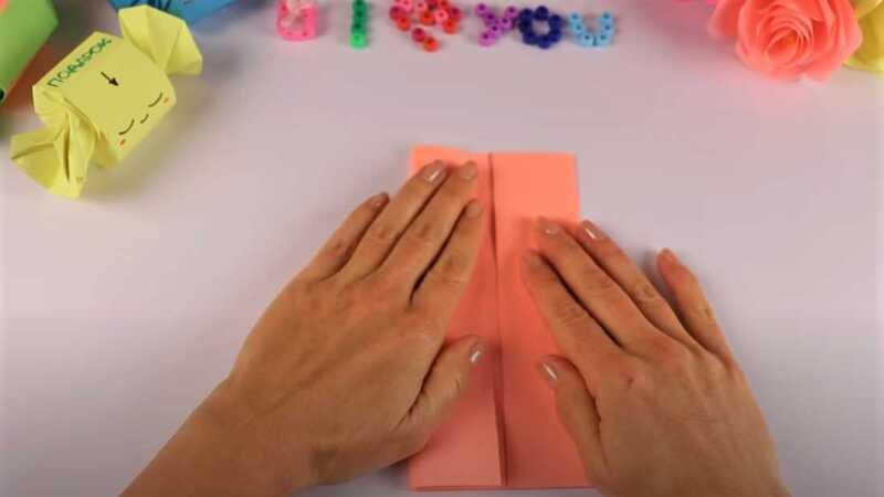 сгибание бумаги руками