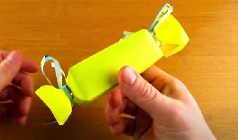 желтая коробочка из бумаги