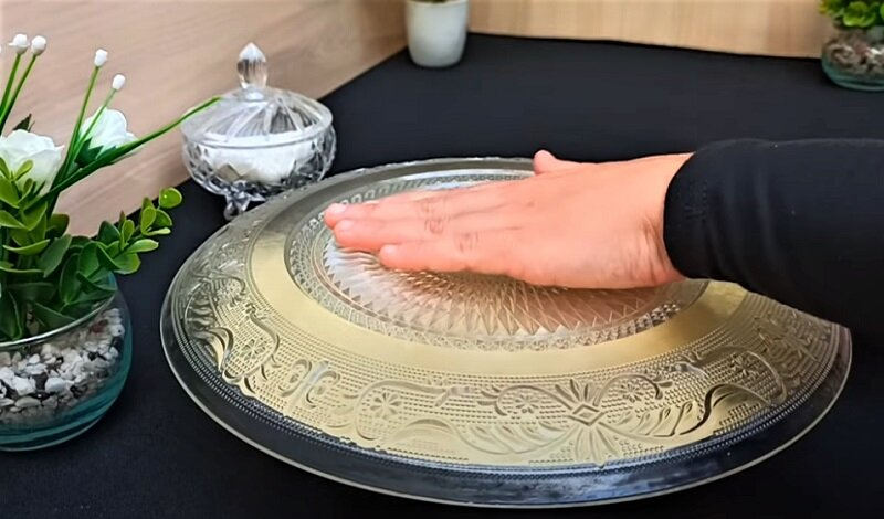 тарелка сверху выпечки