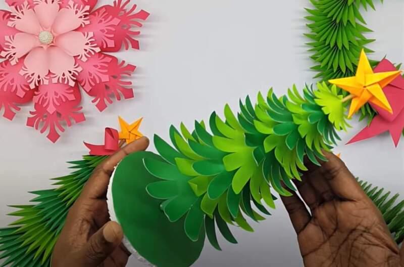елки из бумаги пушистые