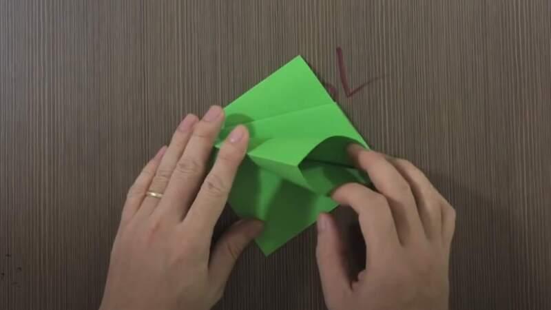 палец в кармане бумаги
