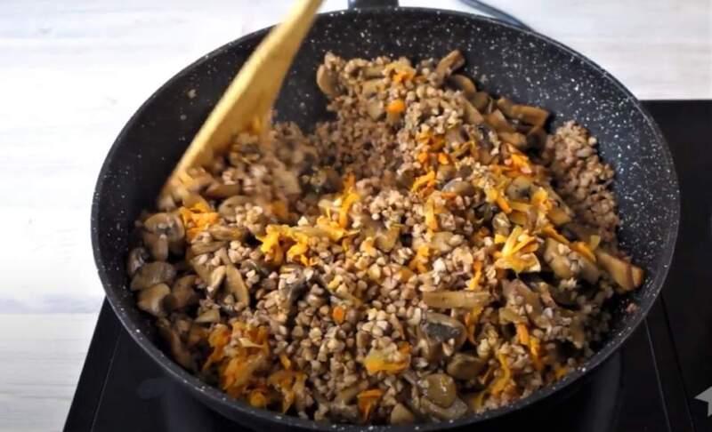 готовое блюдо гречка с грибами