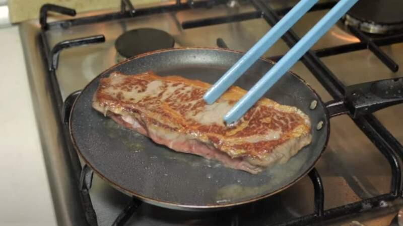 обжарка стейка в масле