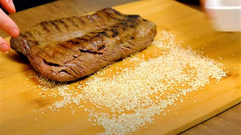кунжут и мясо стейка