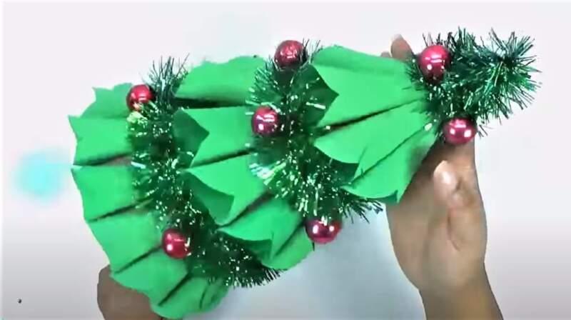 елки из бумаги с мишурой