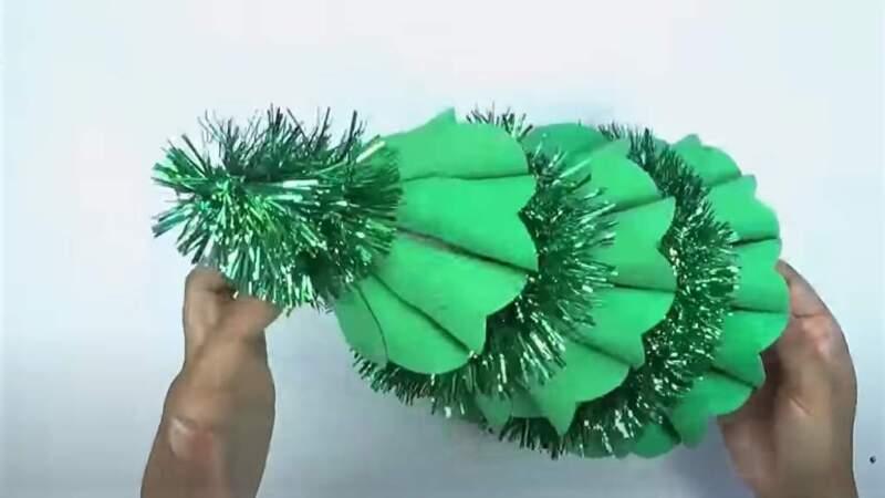 бумажная елочка и мишура