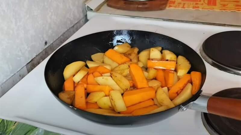 кусочки тыквы и картошки