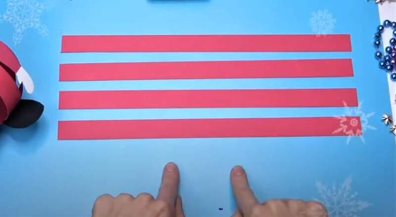 полоски красной бумаги