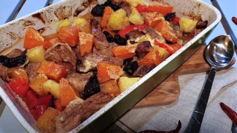 тыква запеченная с мясом и овощами