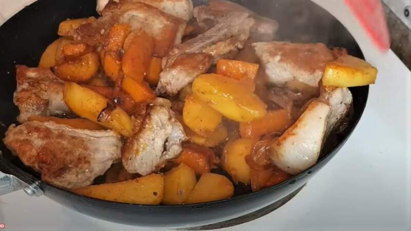 обжаренные мясо с тыквой