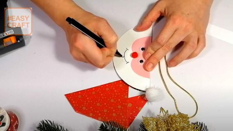рисование ротика на поделке - дед мороз из бумаги