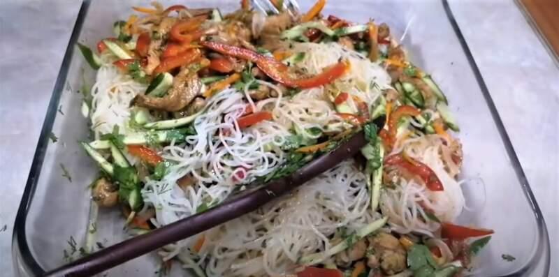 ингредиенты салата в блюде