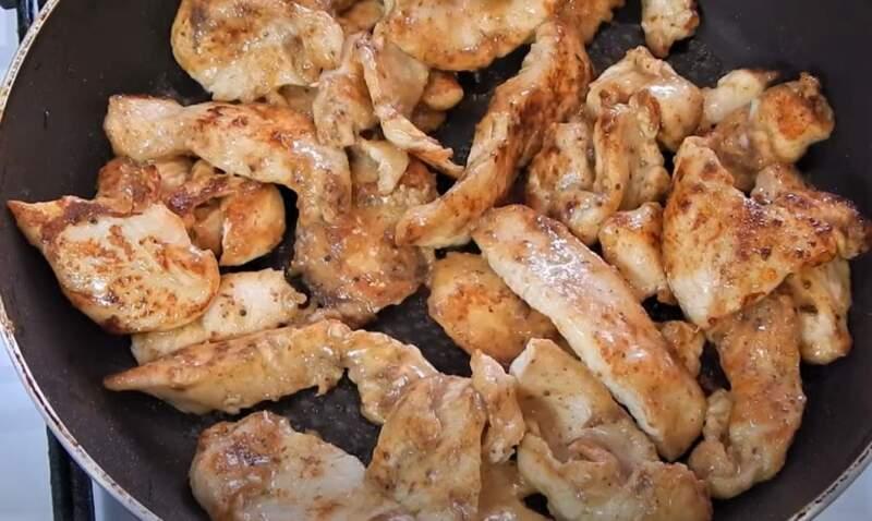обжаренные кусочки курицы