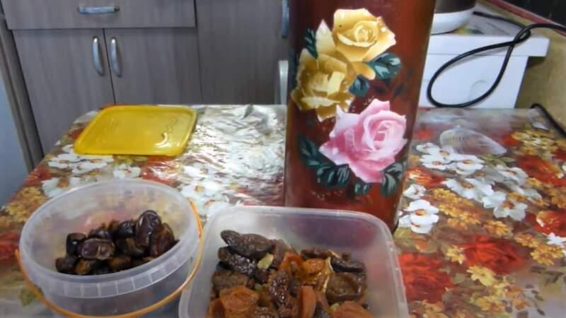 термос и фрукты сухие