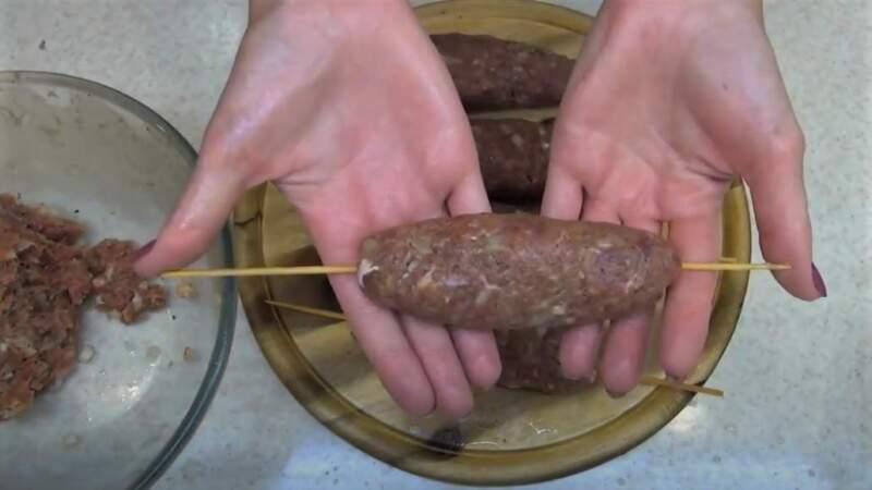 кебаб в руках
