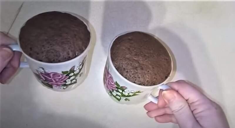кекс шоколадный в кружке