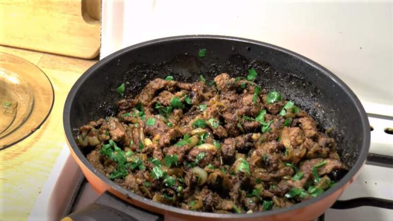 говядина на сковороде