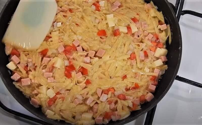 продукты на сковороде