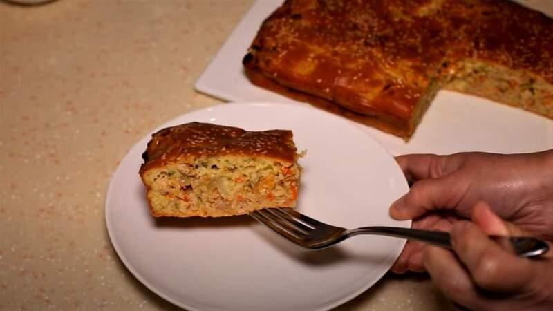 заливной пирог с фаршем - кусок пирога