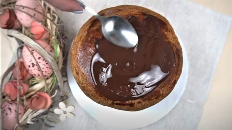 глазурь из шоколада на куличе