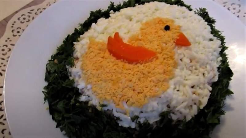 салат в виде яйца для меню на пасху