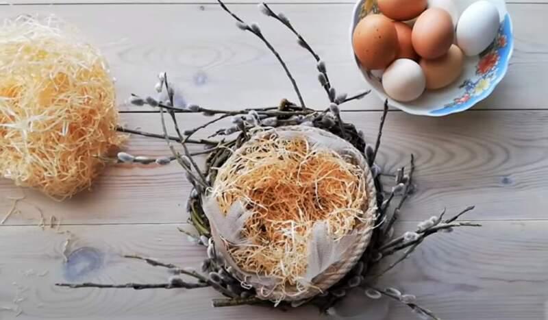 гнездо с о стружкой