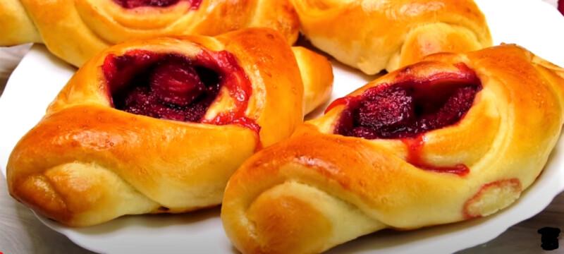 пирожки открытые с клубникой