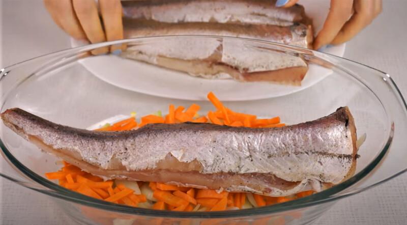 рыба хек на овощах