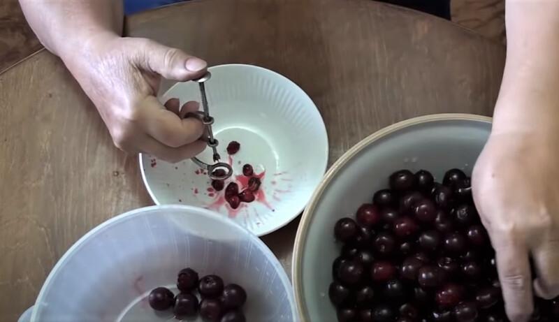 удаление косточки из вишни